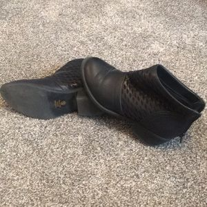 Soda black 7 1/2 boots